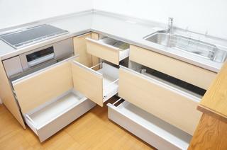 システムキッチン(収納開ける).JPG